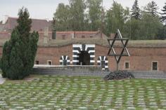 creazy horse memorial:Terezin Concentration Camp Memorial Tour