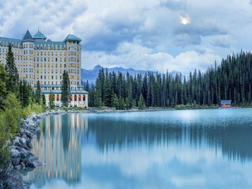 8-Day Canadian Rocky & Victoria Summer Tour Package