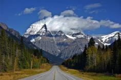 canadian travel agencies:7-Day Canadian Rocky Mountain & Mt. Robson Summer Tour Package