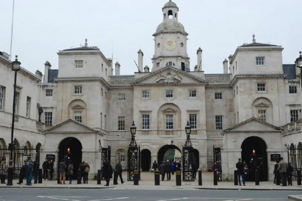 London Walking Tour w/ Tower of London VIP Access and Thames River Cruise