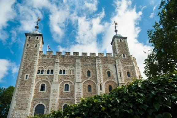 Full Day London Sightseeing Tour w/ Tower of London, Thames River Cruise, and English Tea