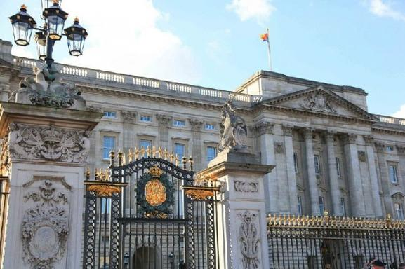 Buckingham Palace Tickets, London Walking Tour, and English Tea