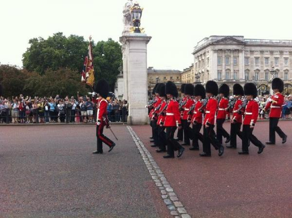 Westminster Abbey and Buckingham Palace Interior Tour + Afternoon Tea