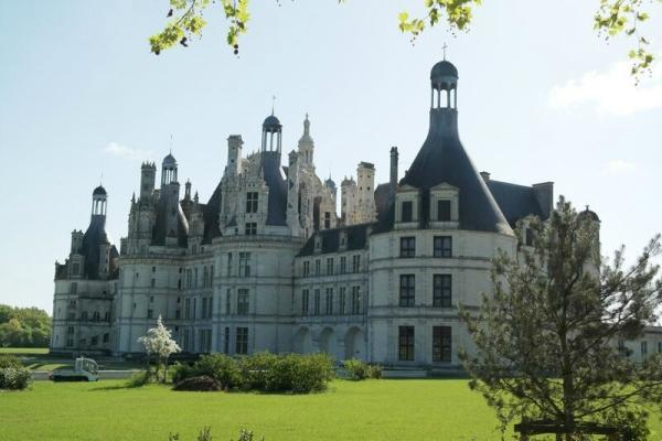 Loire Valley Castles Tour from Paris w/ Lunch and Wine Tasting
