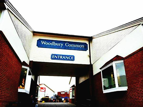2-Day Woodbury Outlet Black Friday Crazy Sale Shopping Tour from Boston