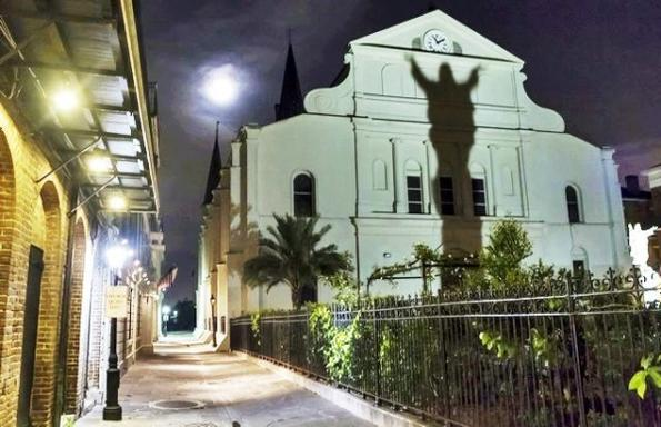 New Orleans Garden District Ghosts and Legends Tour