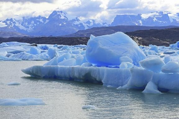 1-Day Sailing Tour: Across Ice Rivers and Glaciers