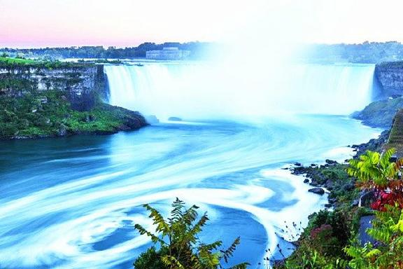 5-Day East Canada Maples Tour: Ottawa - Montreal - Mont Tremblant - Quebec - Niagara Falls from Toronto