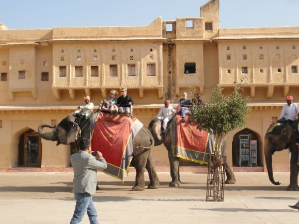 europe tours from mumbai india:8-Day India Tour to Agra, Fatehpur Sikri, Jaipur from Delhi - Golden Triangle (With Higher Hotel Level)