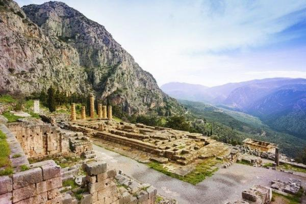 Day Trip to Delphi from Athens w/ Archaeological Museum
