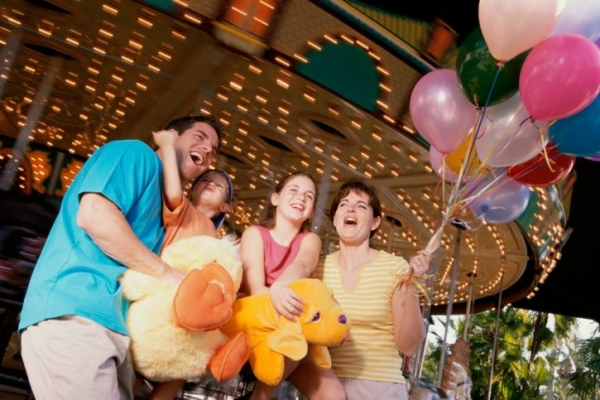 package tour england:5-Day Orlando Theme Park Tour Package with Airport Transfers & Choice of 3 Disney Parks