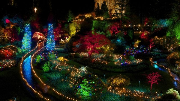 holiday tours canada:Victoria Butchart Gardens Holiday Lights Tour