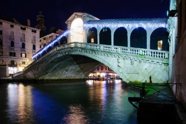 Venice by Night Walking Tour and Gondola Ride