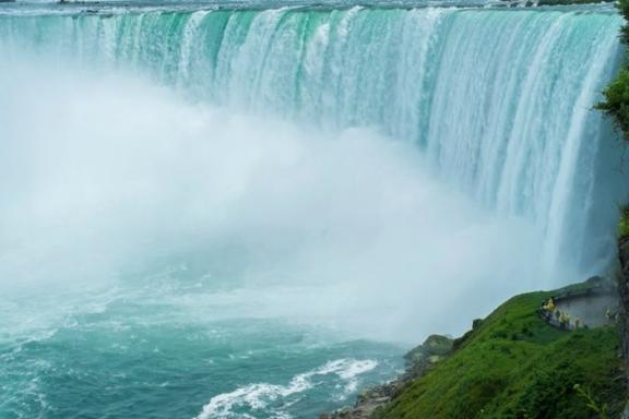 4-Day Montreal, Ottawa, Toronto & Niagara Falls Tour from New York/New Jersey