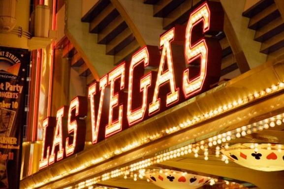 6-Day Las Vegas & Grand Canyon/Antelope Canyon Tour Package: Hoover Dam, Chocolate Factory & 1 Choice of 8 Items