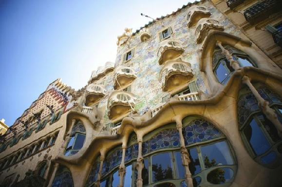 1-Day Barcelona Highlights and Artistic Tour