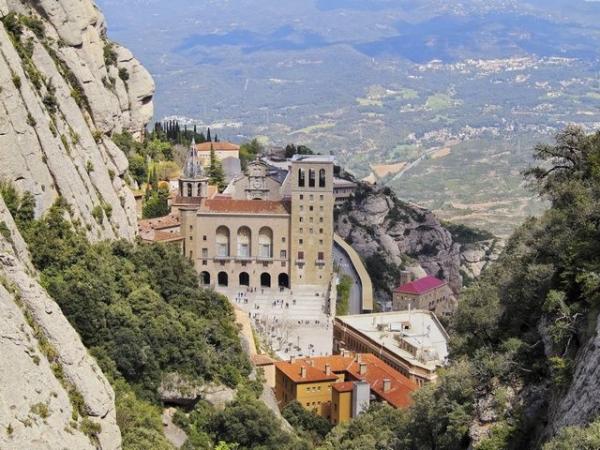 conch train tour:1-Day Tour of Barcelona and Montserrat