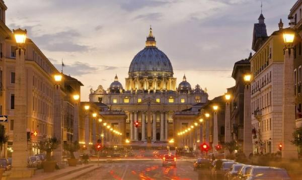 3.5-Hour Vatican Museums Night Tour with Dinner