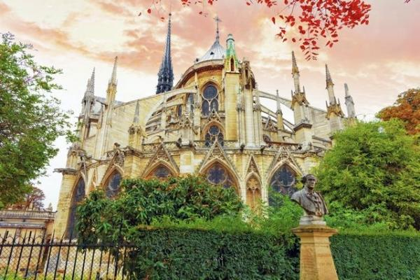 2.5-Hour Notre Dame Cathedral and Sainte-Chapelle Guided Tour