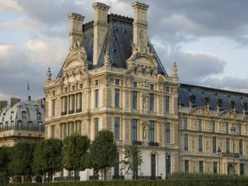 1.5-Hour Louvre Museum Highlights Tour for Families
