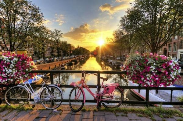 Amsterdam City Tour + Keukenhof Flower Garden**Mar 22 - May 13, 2018**