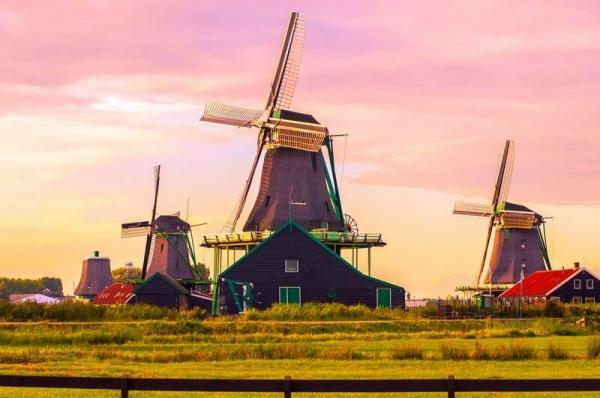 Volendam, Zaanse Schans and Keukenhof Guided Tour**Mar 23 - May 21, 2017**