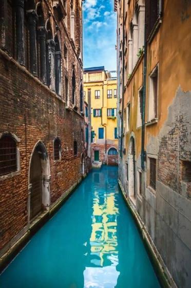 Secret Venice Walking Tour with Gondola Ride