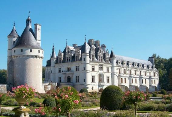 Loire Valley Castles Tour w/ Local Wine Tasting