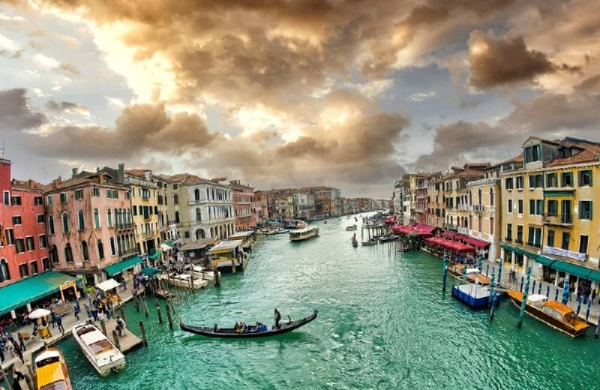 Explore the magic of Venice and be there for the Carnival