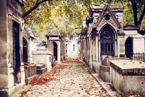 Famous Graves of Paris Tour - Pere Lachaise Cemetery