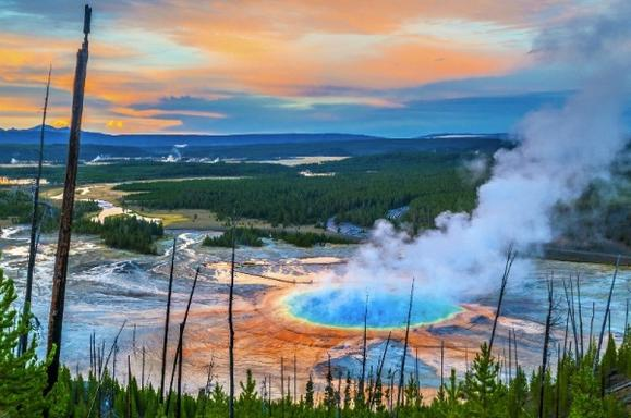 10-Day Yellowstone & Grand Canyon East and South Rim Bus Tour: Antelope Canyon, Bryce Canyon, Grand Teton and Las Vegas Tour
