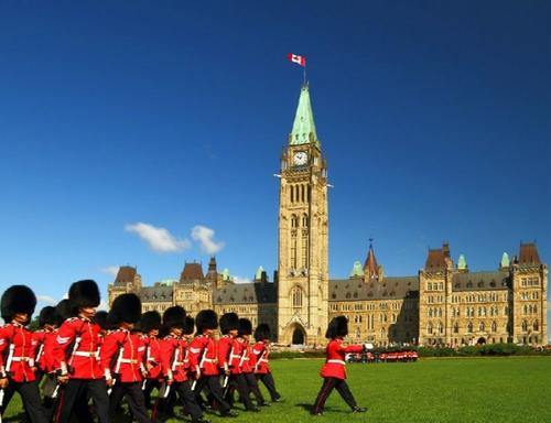 1-Day Ottawa City Tour: Canadian Museum of History, Royal Mint, Rideau Hall