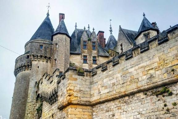 2-Day Trip to Mont Saint-Michel and Loire Valley