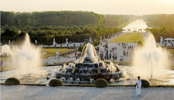 Versailles Musical Garden / Fountain Show