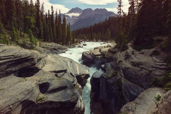 7-Day Vancouver, Victoria, Whistler & Canadian Rocky Mountain Winter Tour Package