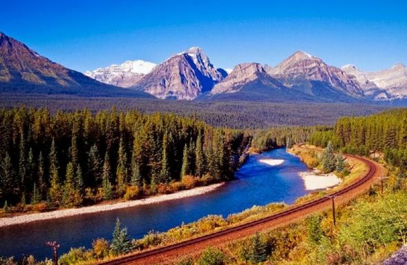 9-Day Vancouver, Canadian Rockies, Glacier View, Victoria, Chemainus & Whistler Summer Tour Package