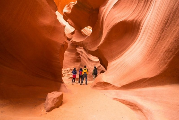 7-Day Yellowstone National Park, Antelope Canyon, Bryce Canyon National Park, Zion National Park & Las Vegas Tour
