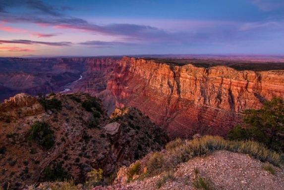 12-Day Los Angles, Antelope Canyon, Grand Canyon West, Yellowstone National Park & Mt. Rushmore Tour