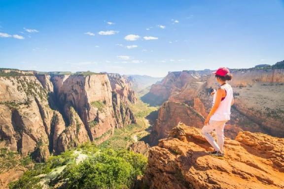 9-Day Grand Circle, Antelope Canyon, Grand Canyon, Monument Valley and California Theme Park Tour