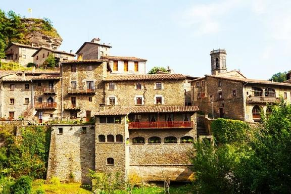 Medieval Village Day Trip From Barcelona
