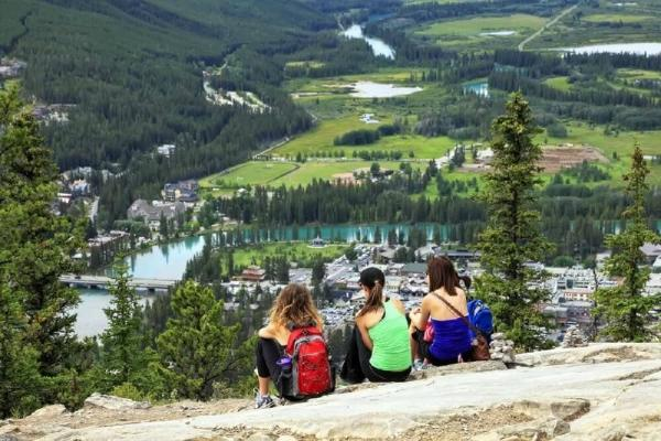 6-Day Vancouver, Victoria, Lake Louise & Canadian Rockies Summer Tour Package