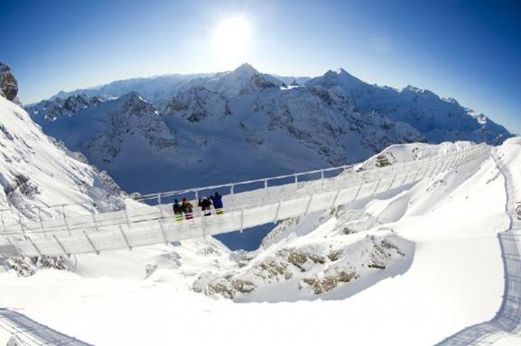 Mount Titlis Day Trip from Zurich