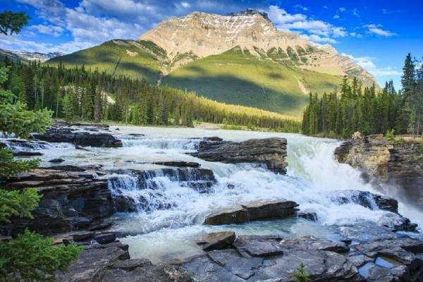 4-Day Jasper, Calgary, Banff, Lake Louise & Canadian Rocky Mountain Tour Package
