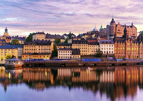 Stockholm Grand Tour w/ 2-Hour Sightseeing Cruise
