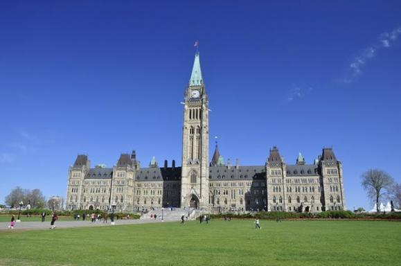 7-Day East Coast & Canada Tour: Niagara Falls, Toronto, Thousand Islands, Washington, D.C. & Corning Museum of Glass
