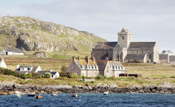 5-Day Iona, Mull and Isle of Skye Tour from Edinburgh