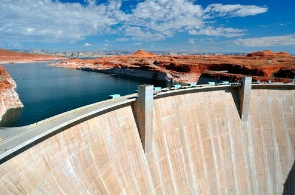 3-Day Grand Canyon West (Skywalk)/Antelope Canyon Bus Tour: Hoover Dam, Chocolate Factory & Tanger Outlets