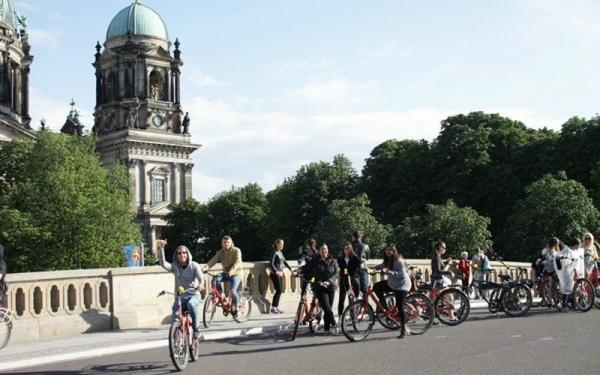 Berlin Evening Food Tour by Bike