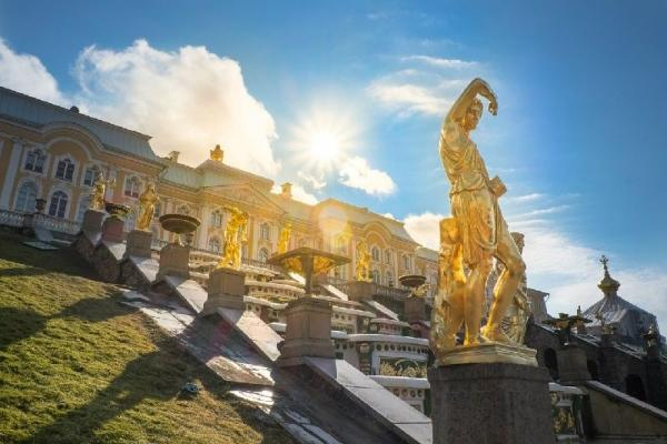 Skip-the-Line: Peterhof Grand Palace and Gardens Small Group Tour