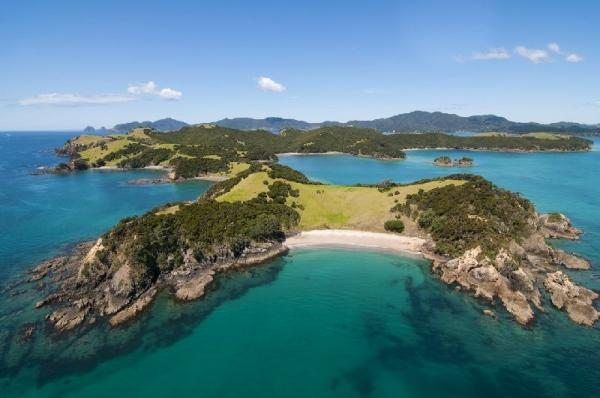 4-Day Bay of Islands Tour**Yolo Style: 18 - 39 Only**